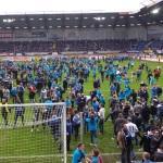Fans des SCP stürmen den Platz nach dem Aufstieg in die Bundesliga.