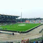 Blick ins Wildparkstadion beim Aufwärmen der Mannschaften (Karlsruher SC gegen SC Paderborn 07)