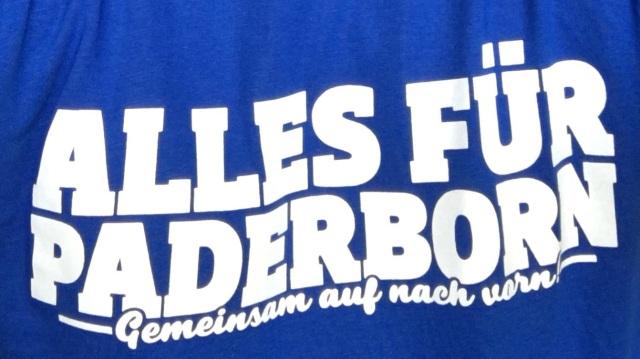 """Schriftzug """"Alles für Paderborn"""" auf einem T-Shirt"""